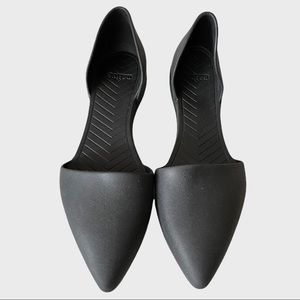 Native Audrey pointed toe flats black